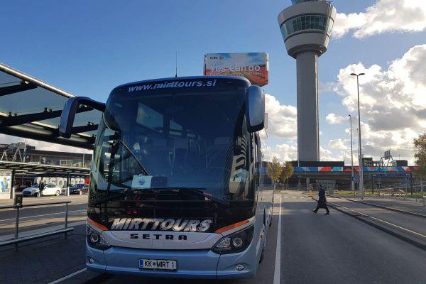 amsterdam-letališče-nizozemska51D25033-F2A0-4E57-19E8-55CAC8EB99A3.jpg